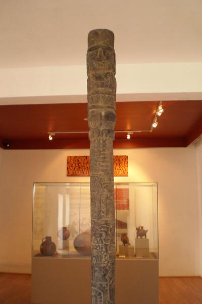 Picture of Pachacamac (Peru): Replica of the wooden totem found by the Spanish on display in the museum
