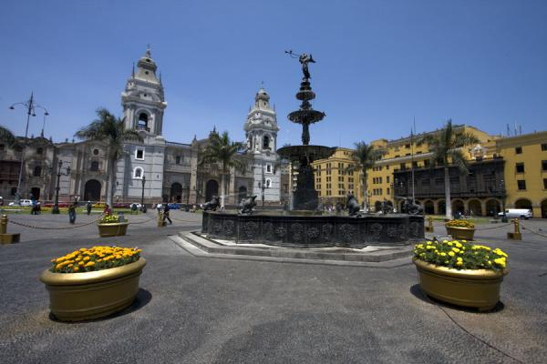 Fountain and cathedral on Plaza de Armas | Plaza de Armas | Peru