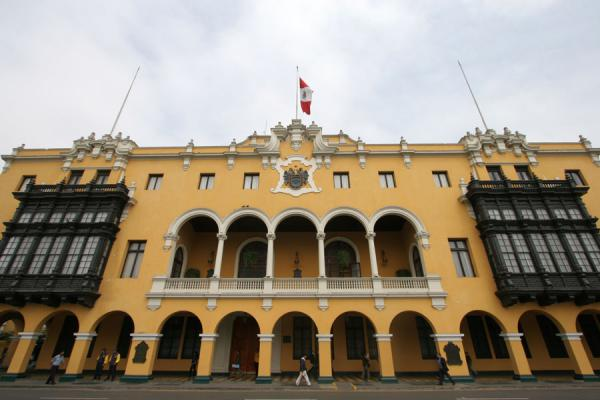 The municipal palace on the western side of Plaza de Armas | Plaza de Armas | Peru