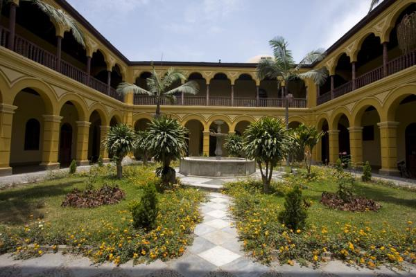 Photo de Courtyard of Santo Domingo conventLima - le Pérou