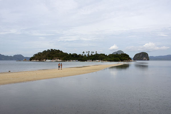 Photo de Snake Island: a strip of sand running through the seaBacuit - Philippines