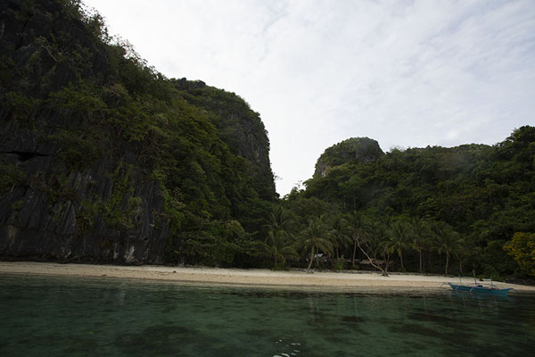 Photo de Beach near Cudugnon CaveBacuit - Philippines