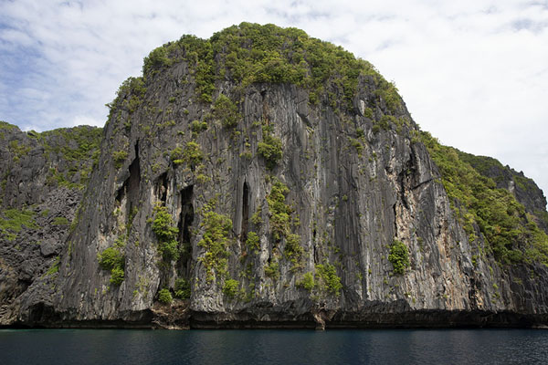 One of the many limestone islands in the Bacuit Archipelago | Bscuit archipel | Filippijnen