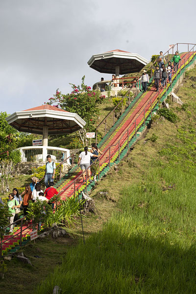 Foto de Stairs on one of the Chocolate Hills lesding to the viewpoint - Filipinas - Asia