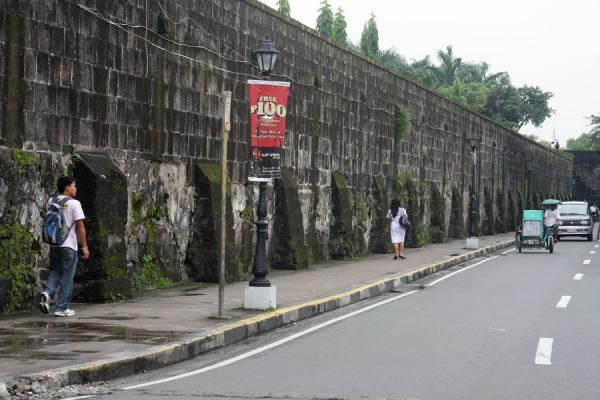 Walking the wall: roads run parallel to the old city walls | Intramuros | Philippines
