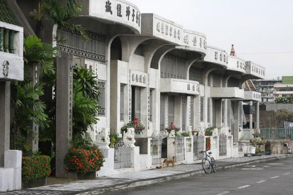 Picture of Chinese cemetery (Philippines): Two storey houses containing graves of Chinese inhabitants of Manila