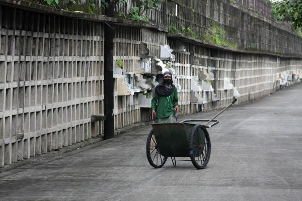 Maintenance on one of the lanes of graves for the poor | Chinese cemetery | Philippines