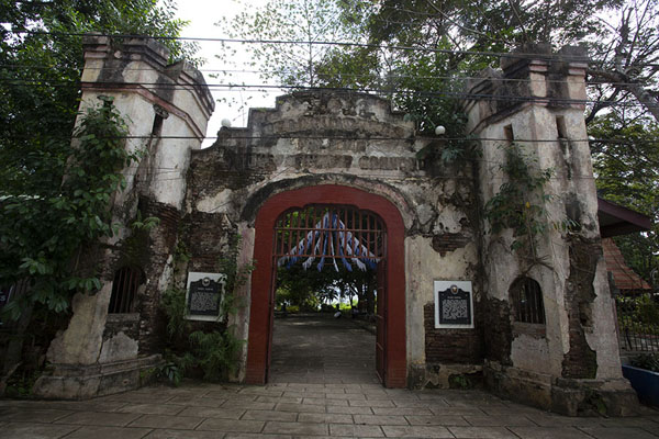 The entrance gate of Plaza Cuartel - 非律賓
