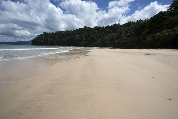 Foto van Beach near Sabang at the end of the Jungle TrailSabang - Filippijnen