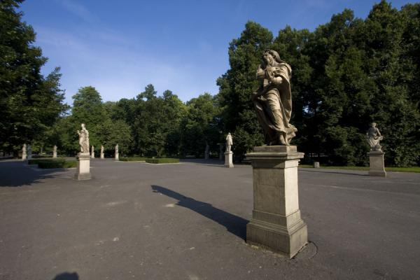 Foto van Square with sculptures in Saxon GardenWarschau - Polen