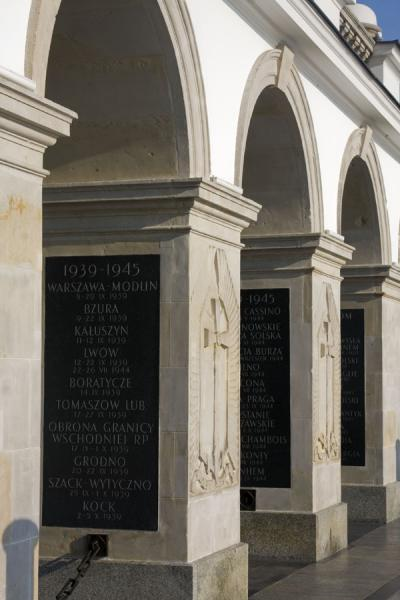 Foto van Portico with memorial stones for all the battles in which Poland was involvedWarschau - Polen