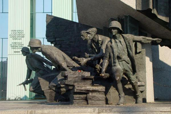 Picture of Warsaw uprising monument (Poland): Soldiers fighting their oppressor, as depicted in the monument