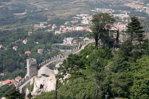Part of the wall and the surrounding area seen from above | Moorish Castle | Portugal