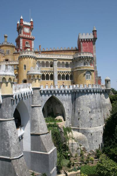 Picture of Palace of Pena (Portugal): View of the Palace of Pena from outside the gate