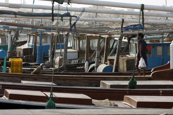 Foto van Fisherman on one of the many boats in Al KhorAl Khor - Qatar