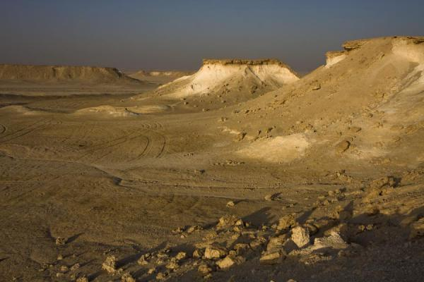 Foto di The landscape of Bir Zekreet in the early morningPaesaggio di Bir Zekreet - Qatar