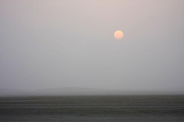Photo de Sun setting over Khor al Adaid desertKhor al Adaid - Qatar