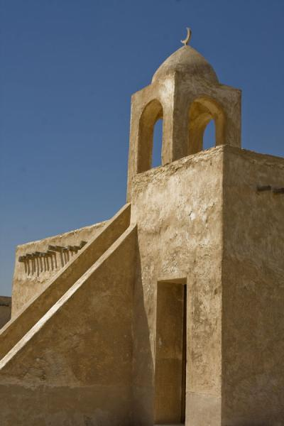 Picture of Umm Salal Mohammed fort (Qatar): Small adobe mosque and minaret