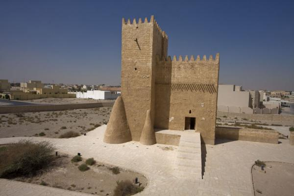 Foto di Looking down at Barzan tower from the East towerUmm Salal Mohammed fort - Qatar