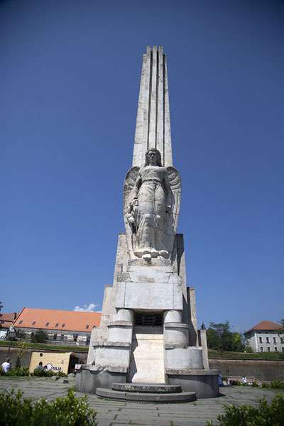 Monument to commemorate Horea, Cloșca and Crișan, leaders of the peasant revolt in 1784 | Alba Caroline Citadel | Roemenië