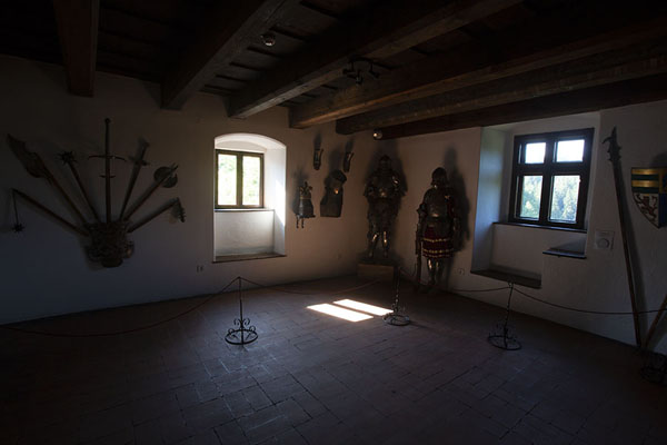 Room with armoury in Bran castle | Bran castle | Romania