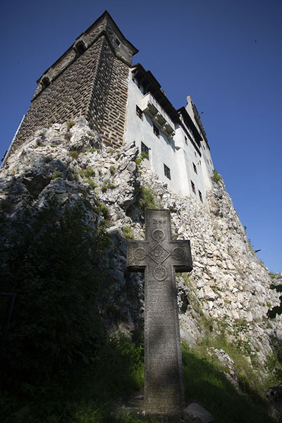Foto de Bran castle rises straight from the steep rocksBran - Rumania