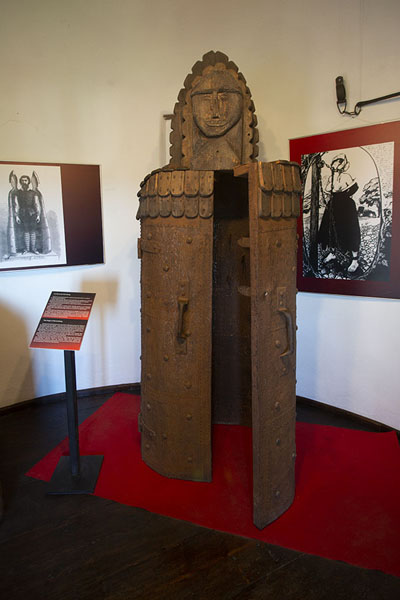 Foto de One of the torture instruments on display in the museumBran - Rumania