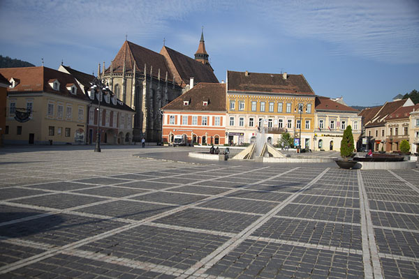 Foto van View of the main square, with the Black church in the backgroundBrașov - Roemenië