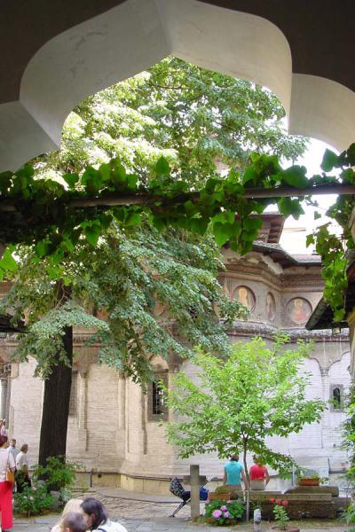 Courtyard of Stavropoleos church | Bucharest churches | Romania