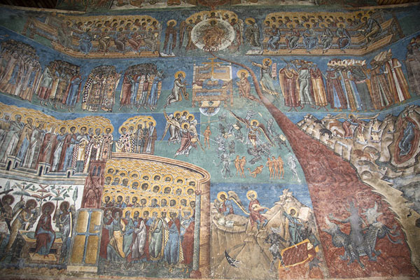 Foto van The Last Judgment mural on the wall of Saint George church of Voroneț MonasteryBucovina - Roemenië