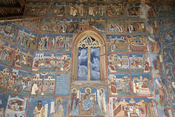 The sidewall of the painted monastery of Voroneț | Kloosters van Bucovina | Roemenië
