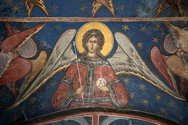 Close-up of an angel painted on the outside of Humor Monastery | Kloosters van Bucovina | Roemenië