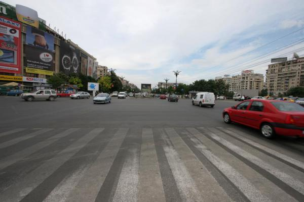 Picture of Cars and space on the Bulevardul Unirii