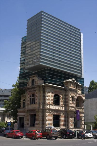 Foto di Former Securitate building bombed in the December 1989 uprising, currently housing the Architects UnionCalea Victoriei - Rumania