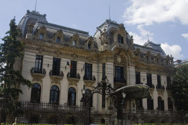Photo de Cantacuzino Palace, now housing the George Enescu museum, one of the remarkable buildings on the northern side of Calea VictorieiCalea Victoriei - Roumanie