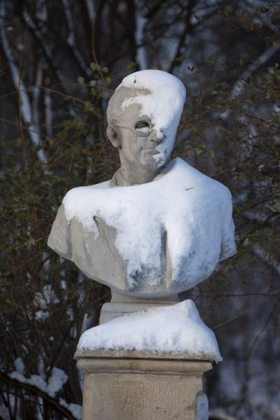Snow-covered statue in Carol Park | Carol Park | Roumanie