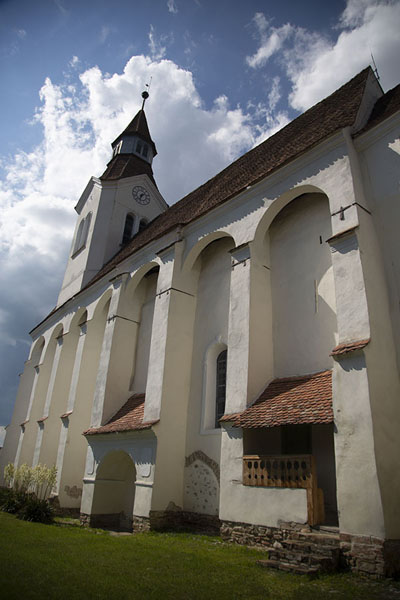 Looking up the fortified church of Buneşti | Fortified Saxon churches | 罗马尼亚