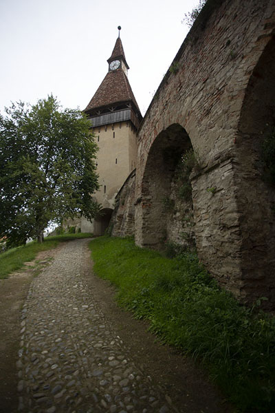 Foto de Inside the walls of the biggest fortified church complex: BiertanTransilvania - Rumania