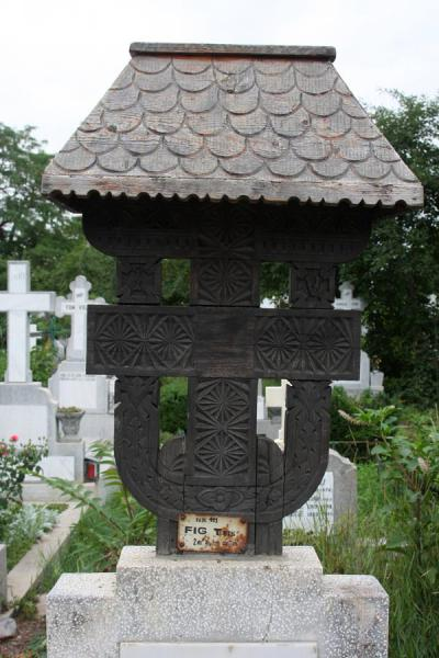 Typical Romanian wooden cross on a grave at Ghencea Cemetery | Ghencea Cemetery | Romania