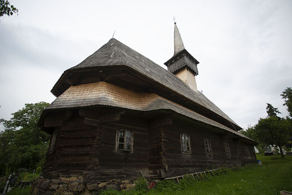 Foto van Wooden church of BudeștiMaramureș - Roemenië