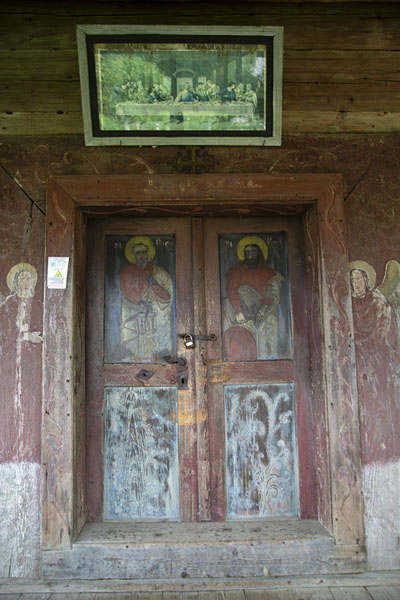 Foto van The painted doors of the wooden church of Poienile IzeiMaramureș - Roemenië