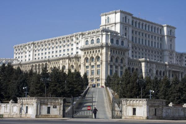 Side view of the Palace of the Parliament | Bucarest | Rumania