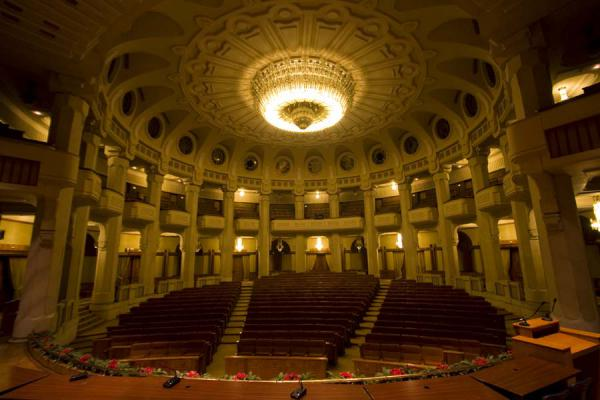 Foto de Circular theatre inside the Palace of the Parliament - Rumania - Europa