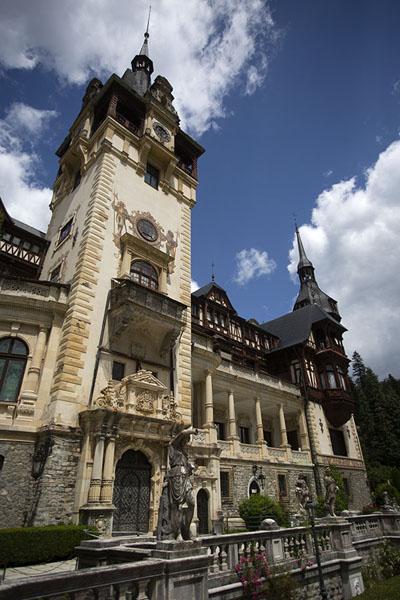 Foto di Peleș castle seen from a sideSinaia - Rumania