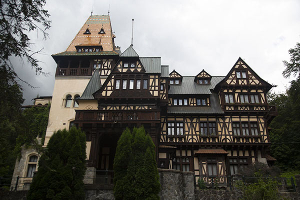 Foto di Pelișor castle is part of the Peleș castle complex and was built as the residence of the nephew of King Carol ISinaia - Rumania