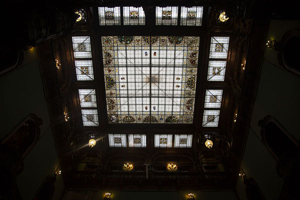 Foto di The ceiling with stained glass window in the Grand HallSinaia - Rumania