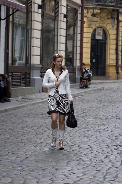 Picture of Romanian people (Romania): Romanian girl in the historic quarter of Bucharest