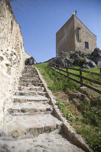 Stairs leading up a hill on the inner, and upper, part of the citadel | Rupea citadel | Roemenië