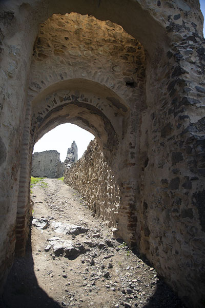 Foto van Multiple arches forming the entrance gate of the upper citadel under the Powder tower - Roemenië - Europa