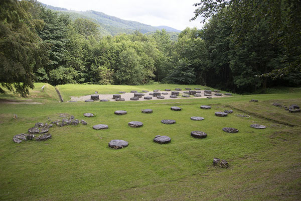 Foto van Overview of the limestone sanctuaries in the sacred zoneSarmizegetusa Regia - Roemenië